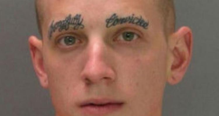 tatuagem na sobrancelha
