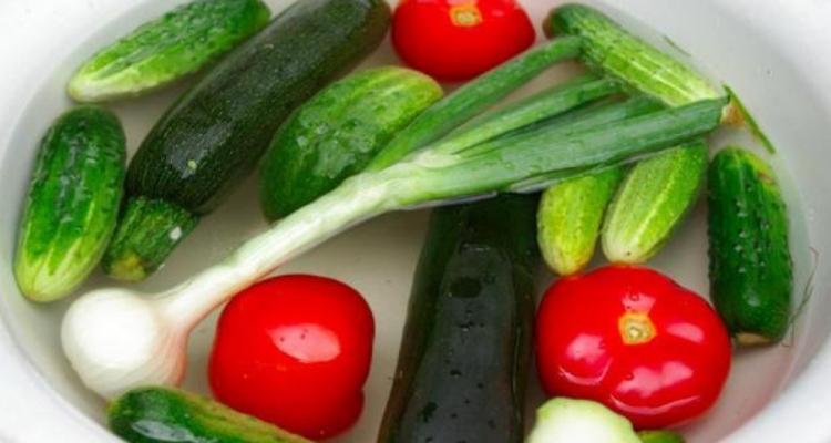 verduras de molho no bicarbonato e limão