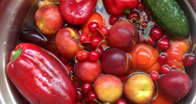 frutas de molho no bicarbonato