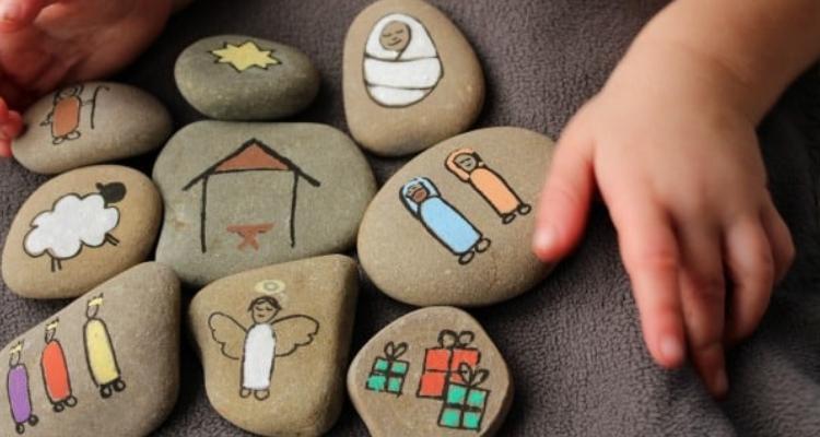 presépio feito com pedras