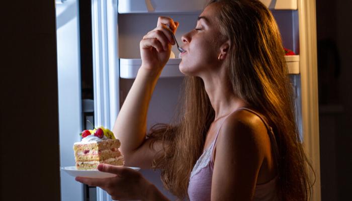 Assaltando a geladeira de madrugada